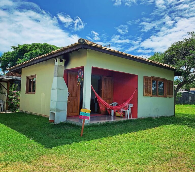 Casas Maiores (2 quartos, 1 banheiro cozinha e sala)