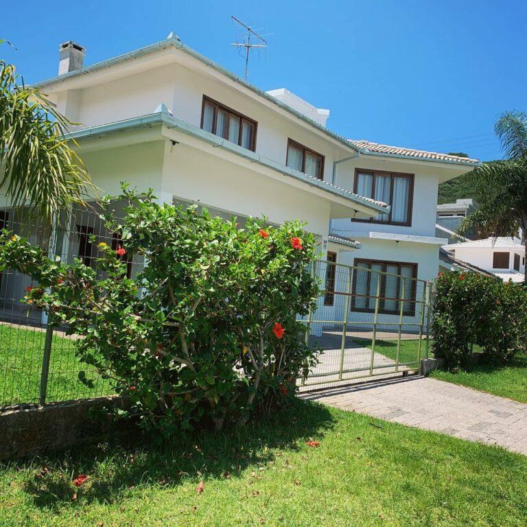 Casa Centro de Garopaba (3 quadros e toda climatizada – alto padrão)